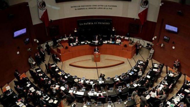 Explota un libro bomba en el despacho de una senadora mexicana provocándole heridas leves