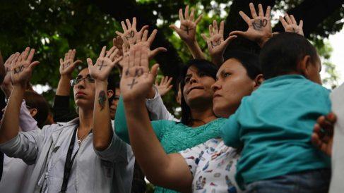 Protestas tras la muerte a los niños en los hospitales de Venezuela @AFP