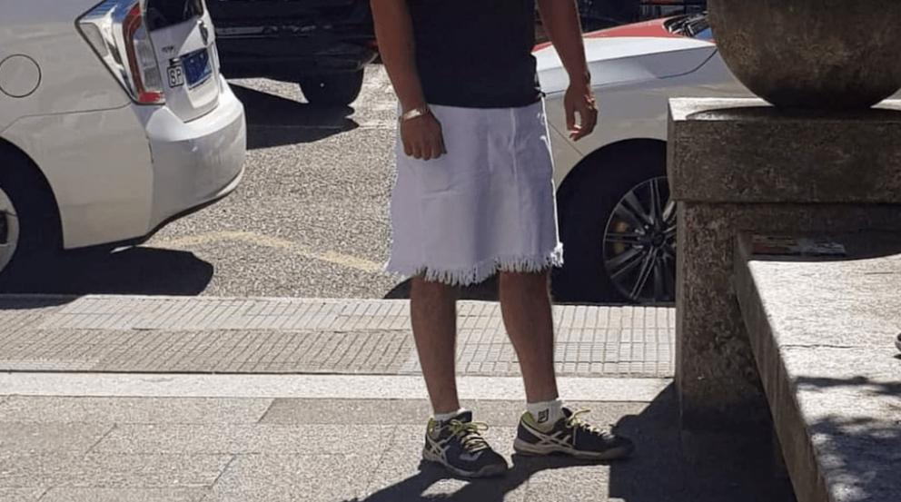 Taxista en Vigo con su falda @RedesSociales