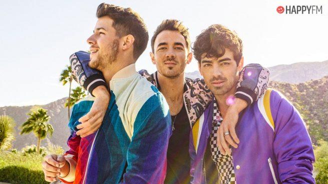 Los Jonas Brothers viajan a los años 80 en su nuevo videoclip 'Only Human'