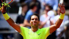 Nadal-celebra-la-victoria-tras-un-partido-en-Roland-Garros-(Getty)