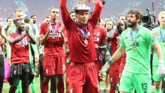 Van Dijk levanta la sexta Champions League del Liverpool. (Foto: Enrique Falcón)