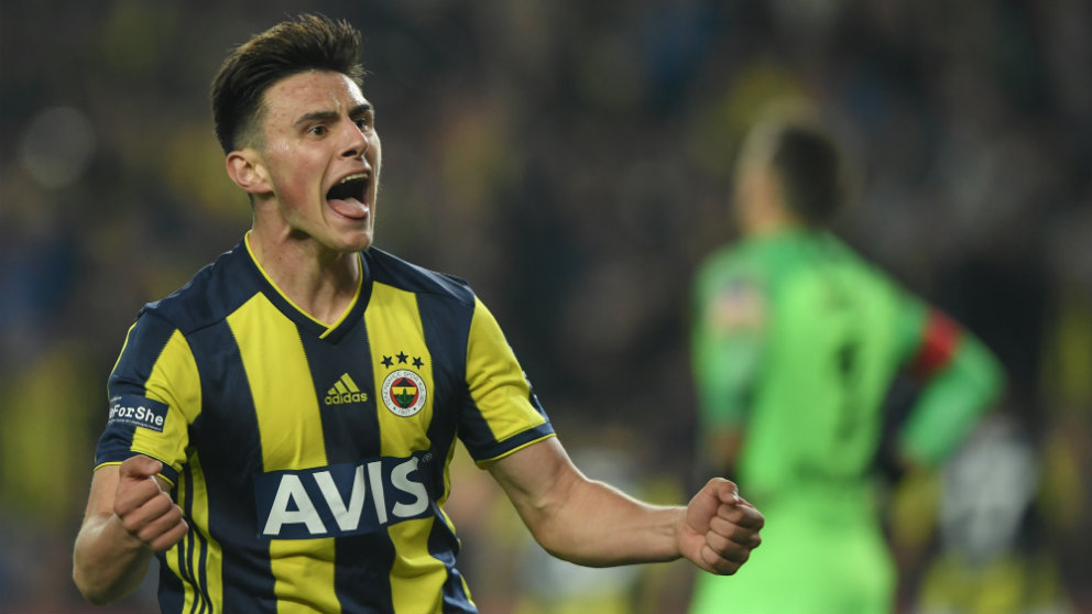 Eljif Elmas con el Fenerbahçe (AFP)