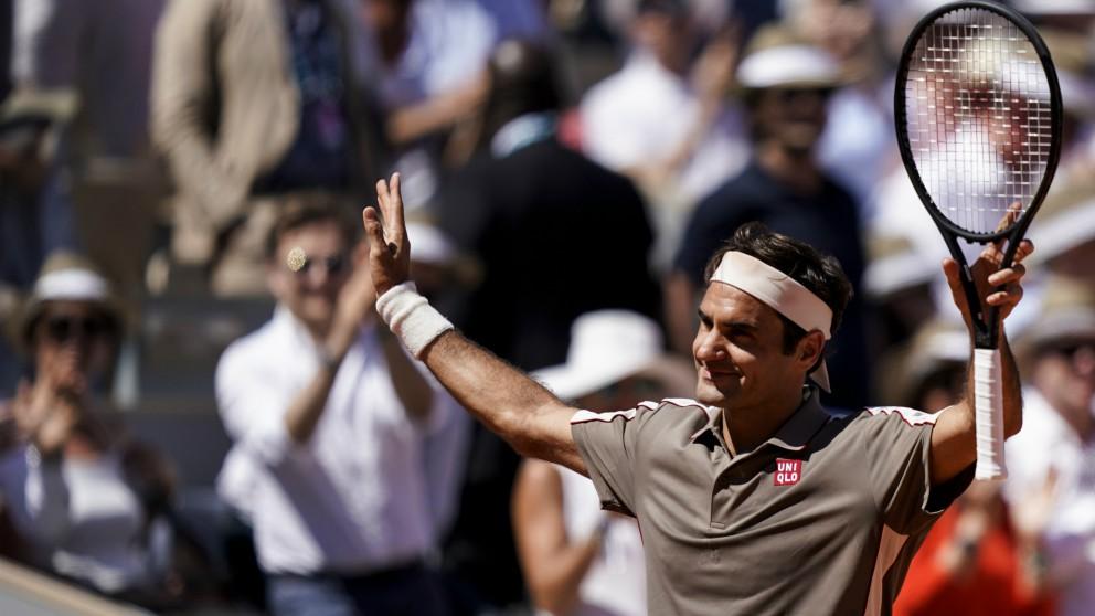 Federer celebra su victoria ante Mayer. (AFP)