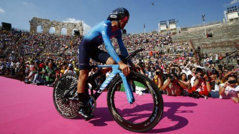 Mikel Landa, frustrado en el coliseo de Verona. (AFP)