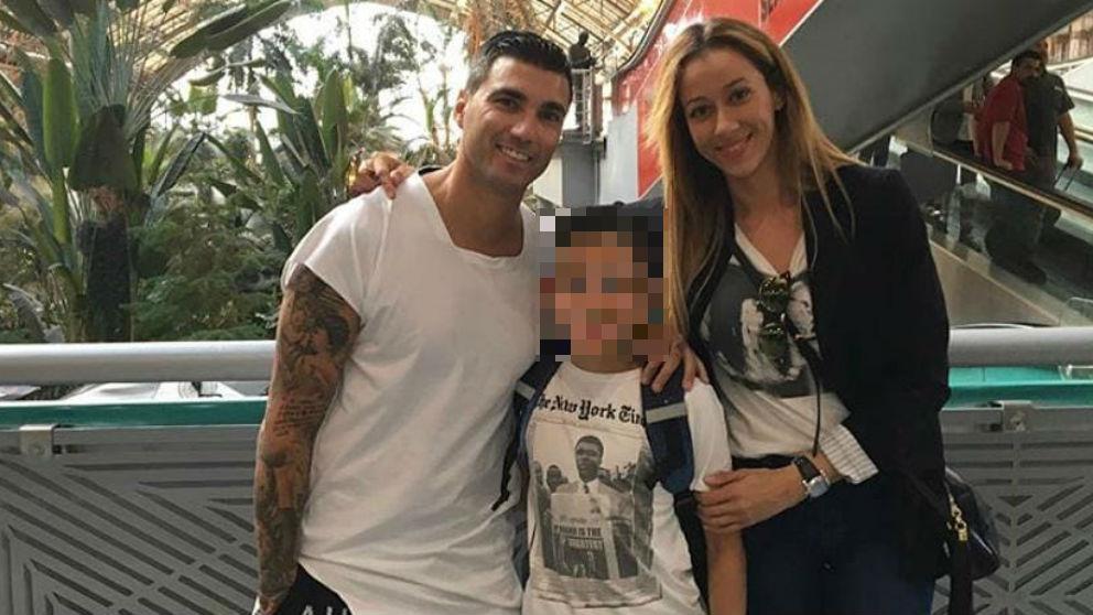 José Antonio Reyes, junto a su ex pareja Ana López y su hijo.