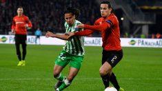 Diego Lainez en un partido con el Betis (AFP)