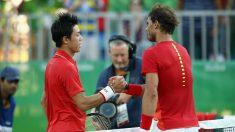 Nishikori y Nadal se saludan en los Juegos Olímpicos de Río. (Getty)