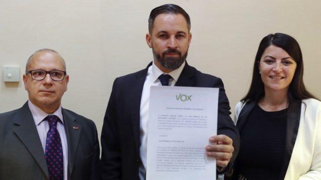 Abascal advierte a PP y C's que Vox vigilará para que se cumplan los pactos de forma «escrupulosa»