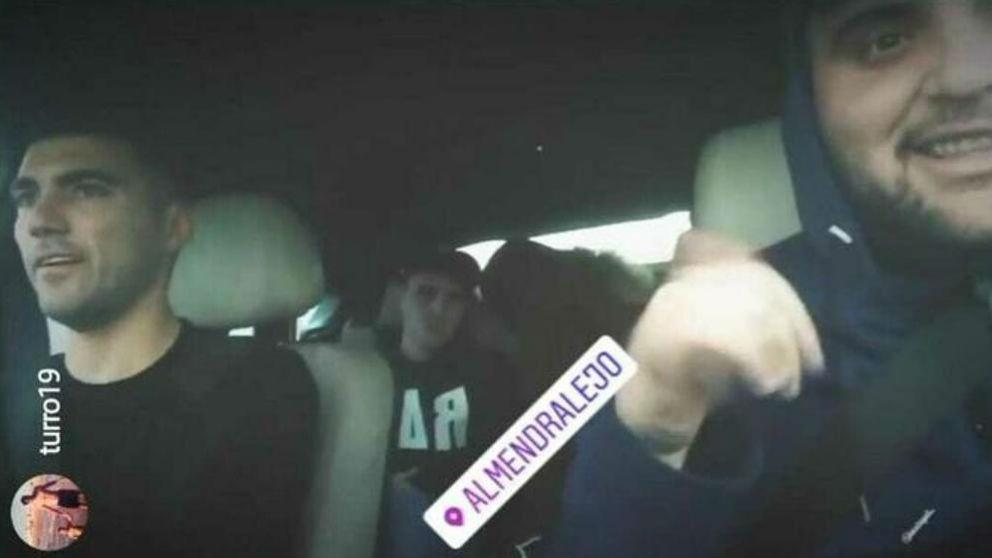 Juan Manuel Calderón, en el coche junto a José Antonio Reyes. (Instagram)