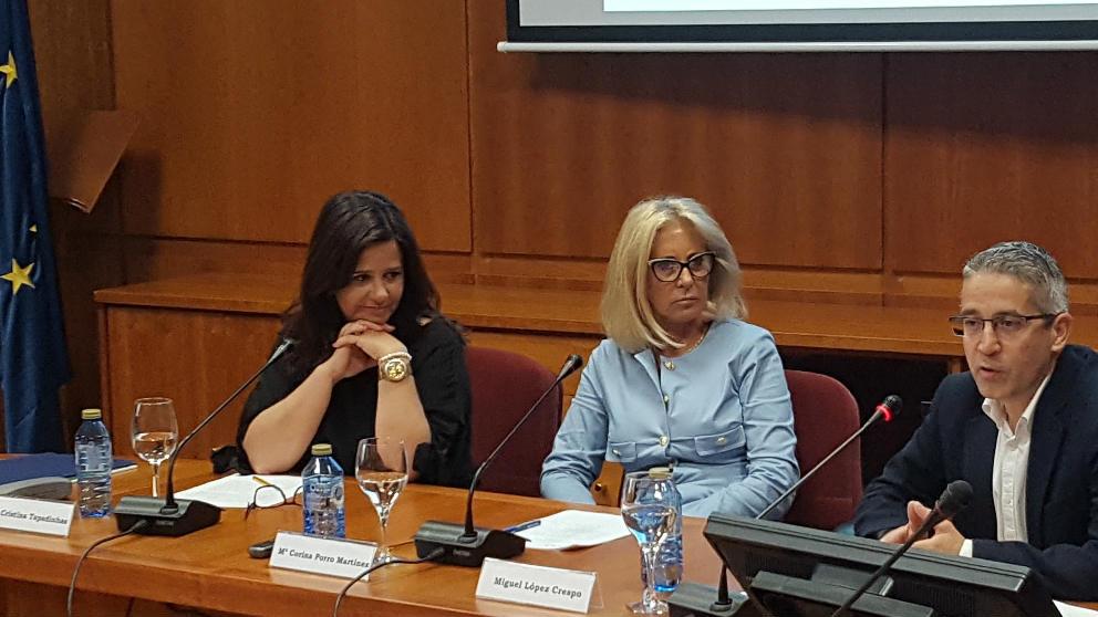 Miguel López, Corina Porro y Ana Tapadihnas en rueda de prensa. (EP)