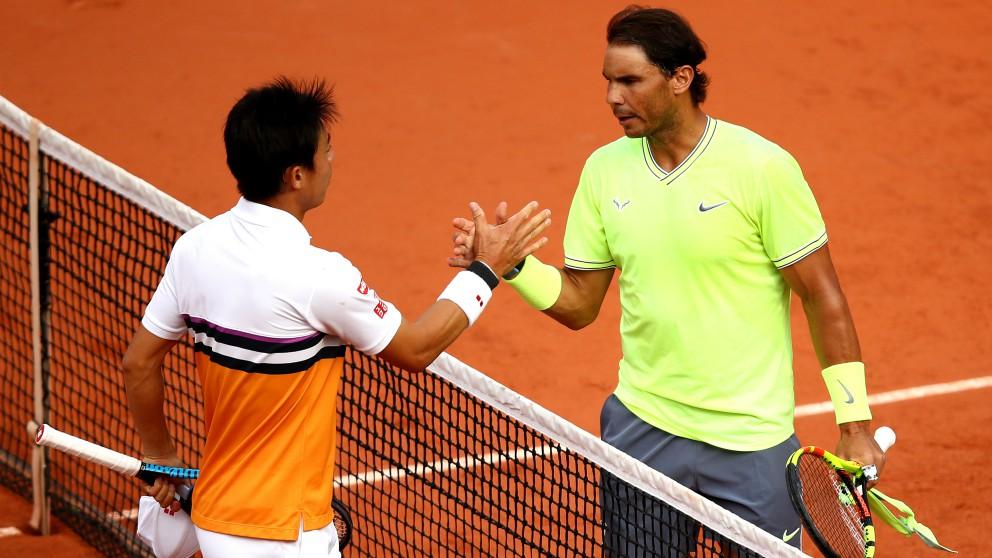 Nishikori y Nadal se saludan al término del partido. (Getty)