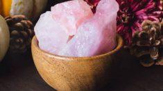Aprende cómo limpiar el cuarzo rosa de forma correcta