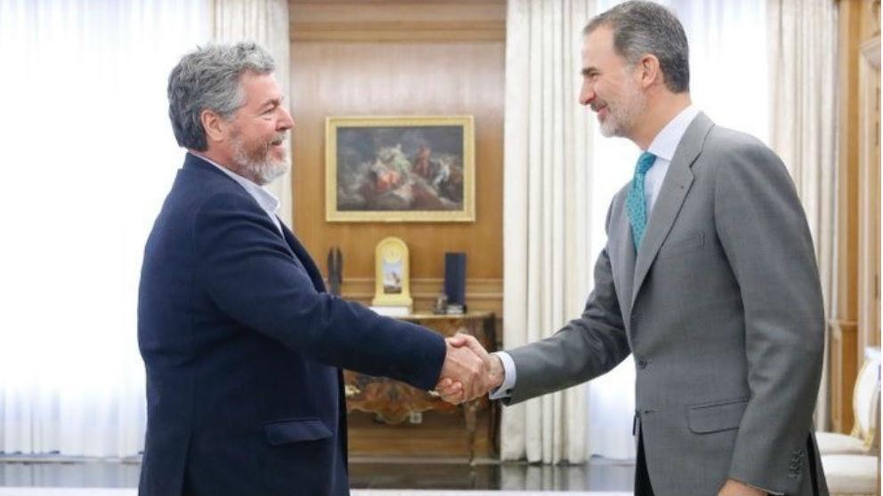 Felipe VI y Juantxo López Uralde. Foto: Europa Press
