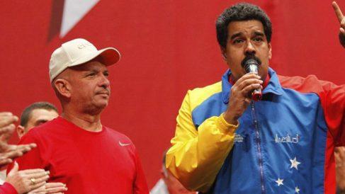 Hugo Carvajal 'El Pollo' junto a Nicolás Maduro