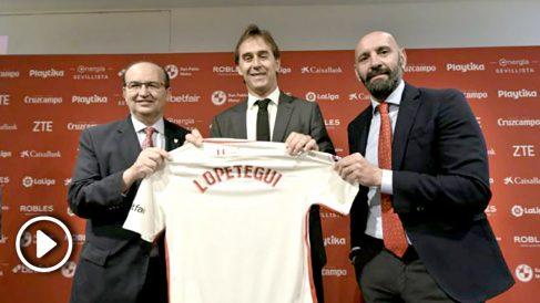 José Castro y Monchi con JUlen Lopetegui en su presentación como nuevo entrenador del Sevilla (@SevillaFC)