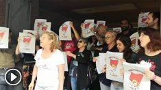 Activistas de Arran protestan frente a la sede de SCC.