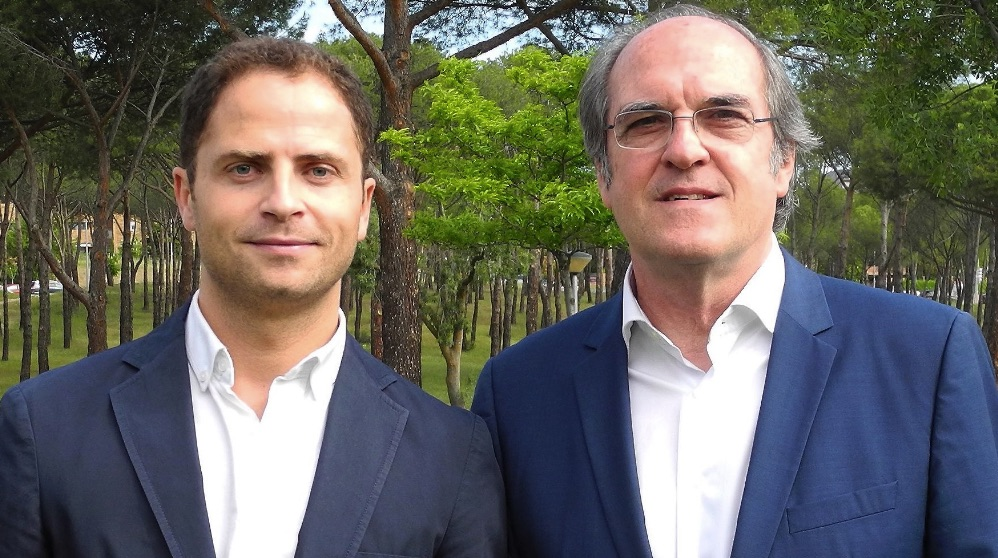 Borja Cabezón junto a Ángel Gabilondo.