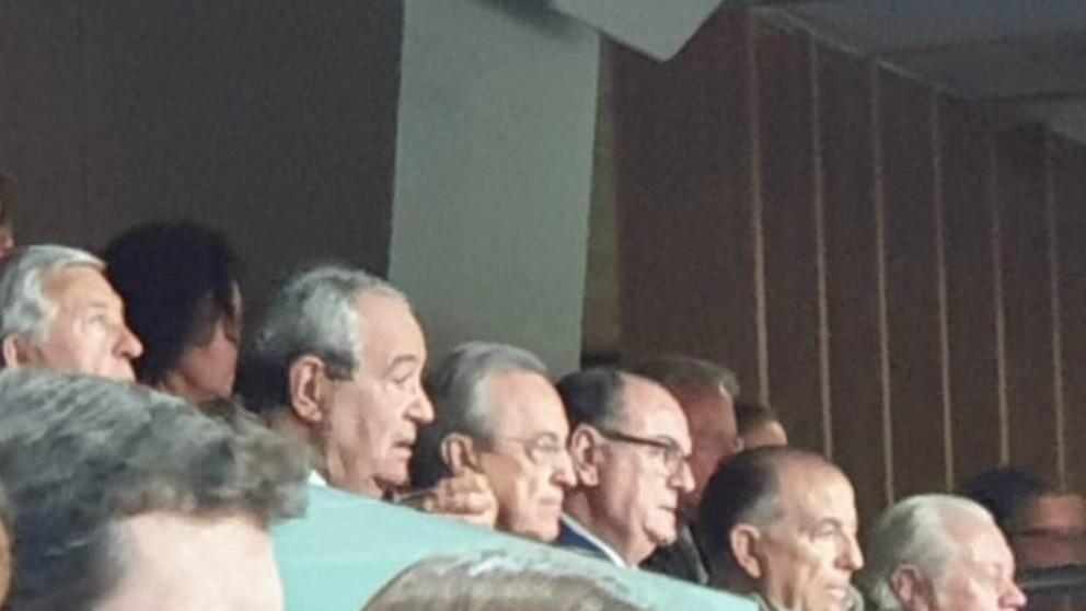 Florentino Pérez, en el palco del Palacio de los Deportes.
