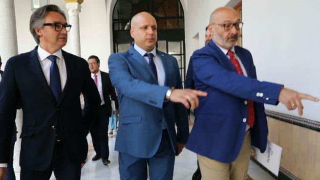 VOX Almería teme que el ingreso mínimo suponga «una subida masiva de impuestos»