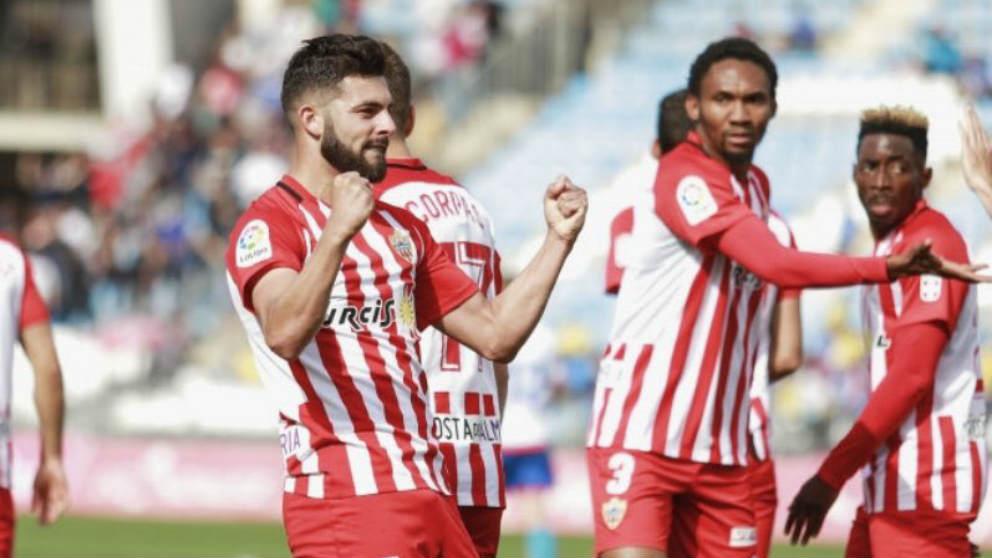 Luis Rioja celebra un gol con el Almería (@Luisitocarrile)