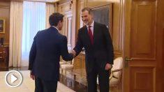 Albert Rivera saluda al Rey Felipe VI.