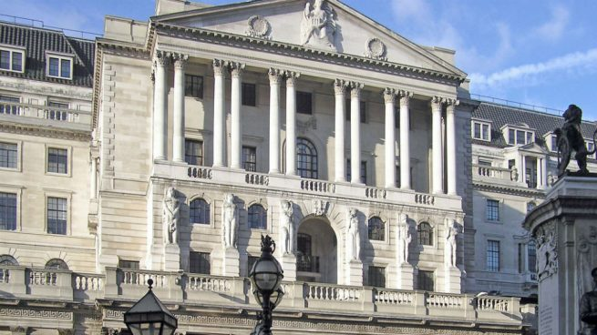 El Banco de Inglaterra mantiene los tipos y asegura que está preparado para volver a actuar