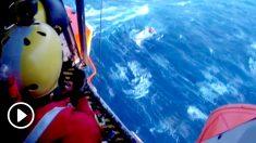 Rescate de la tripulación de un velero en A Coruña.
