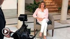 Susana Díaz atendiendo a un medio de comunicación. Foto: EP