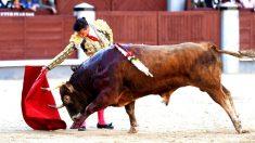 Diego Urdiales durante una de sus faenas, este viernes en Las Ventas (Foto: EFE).