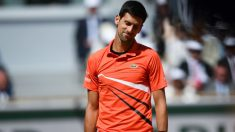 Novak Djokovic se lamenta en el choque frente a Thiem en Roland Garros. (AFP)