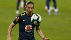 Filipe Luis en un entrenamiento con la selección brasileña (AFP)