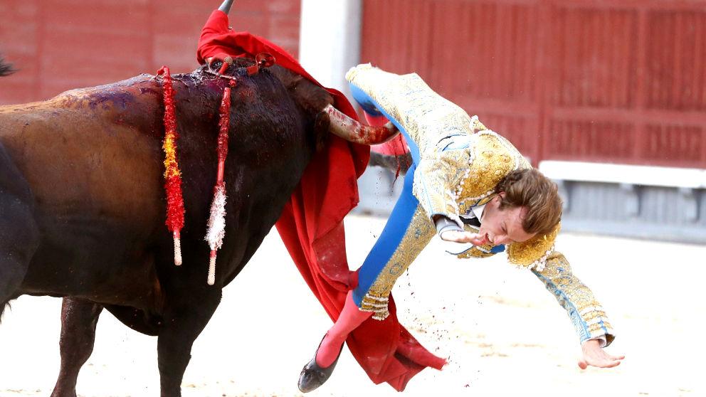 Épico Román en San Isidro: corta una meritoria oreja tras sufrir una grave cornada