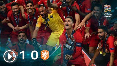 Cristiano Ronaldo levanta el trofeo de campeón continental que le faltaba.