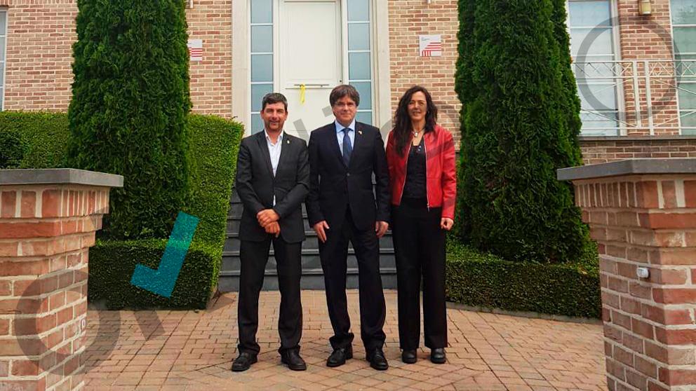 Carles Puigdemont con Joan Canadell y Mònica Roca.