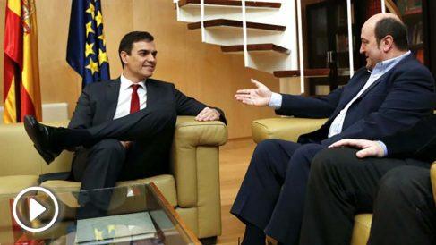 Pedro Sánchez y Andoni Urtuzar durante la reunión (Foto: Efe).   Moción de censura Rajoy