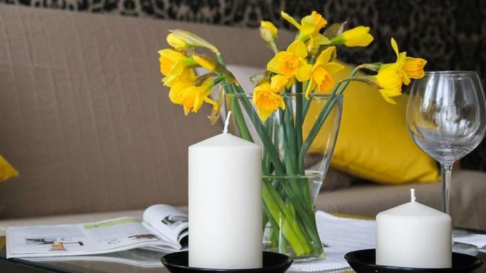 Nuestra casa ganará en salud si ponemos velas aromáticas en distintos rincones.