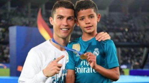Cristiano y su hijo celebran un título con el Madrid. (Instagram)
