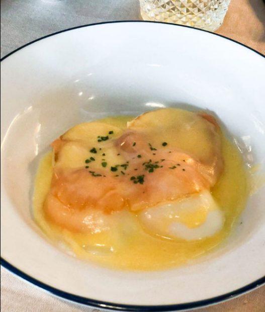 huevos-benedict-cafe-oliver-behia-madrid