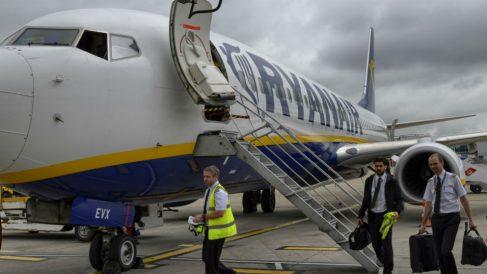 Un avión de Ryanair en la pista del aeropuerto de Stansted (Londres, Reino Unido).  (Foto: iStock)