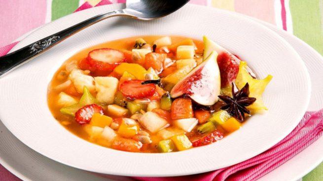 Sopa de macedonia de frutas de temporada