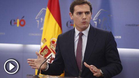 El líder de Ciudadanos (C's), Albert Rivera, en rueda de prensa en el Congreso. (Foto: Europa Press)