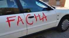 Así quedó el coche del Pablo Casado de Vox tras la agresión.