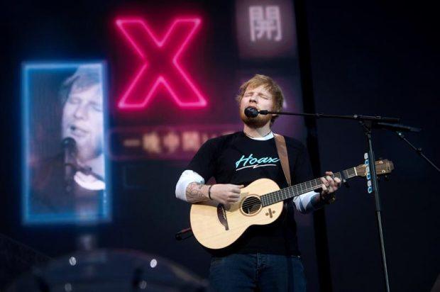 """El cantante, compositor y guitarrista británico Ed Sheeran, el artista que más discos vendió en el mundo en 2017, durante el concierto ofrecido esta noche en el Wanda Metropolitano, en Madrid, en el que ha interpretado temas de su triunfal disco """"Divine"""". Foto: EFE"""