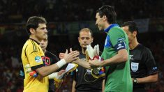 Casillas-y-Buffon-se-saludan-antes-de-la-final-de-la-Eurocopa-2012-(Getty)