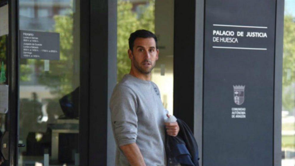 Íñigo López, al salir de los juzgados. (EFE)