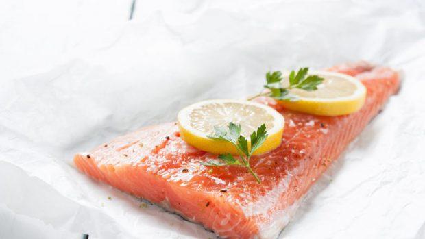 salmón a las finas hierbas