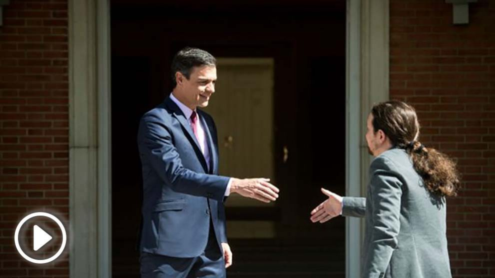 Pedro Sánchez recibe a Pablo Iglesias en La Moncloa.