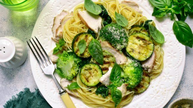 Tallarines con anchoas y brócoli
