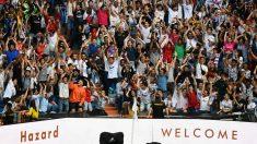 Unas 50.000 personas acudieron al Santiago Bernabéu a ver la presentación de Eden Hazard. (AFP)